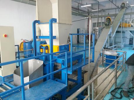 shreddrscrew-press-with-automatic-feeding-system