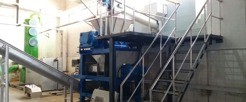Integrated Industrial Shredder And Dewatering Squeezer Machine